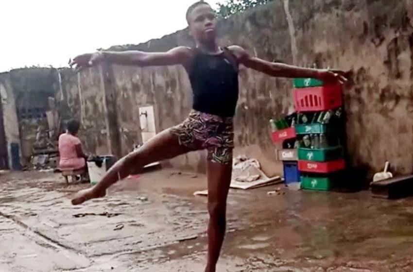 Niño en Nigeria baila descalzo en la lluvia y gana beca de ballet