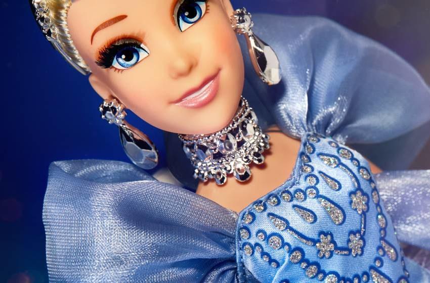 Cenicienta cumple 70 años y lo celebra con muñeca de lujo